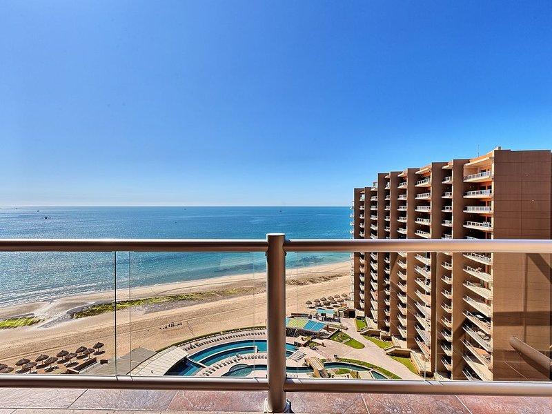 Luxury Ocean View Phase II Condo.    Beautifully Decorated 2BD + Bunkroom, casa vacanza a Puerto Penasco