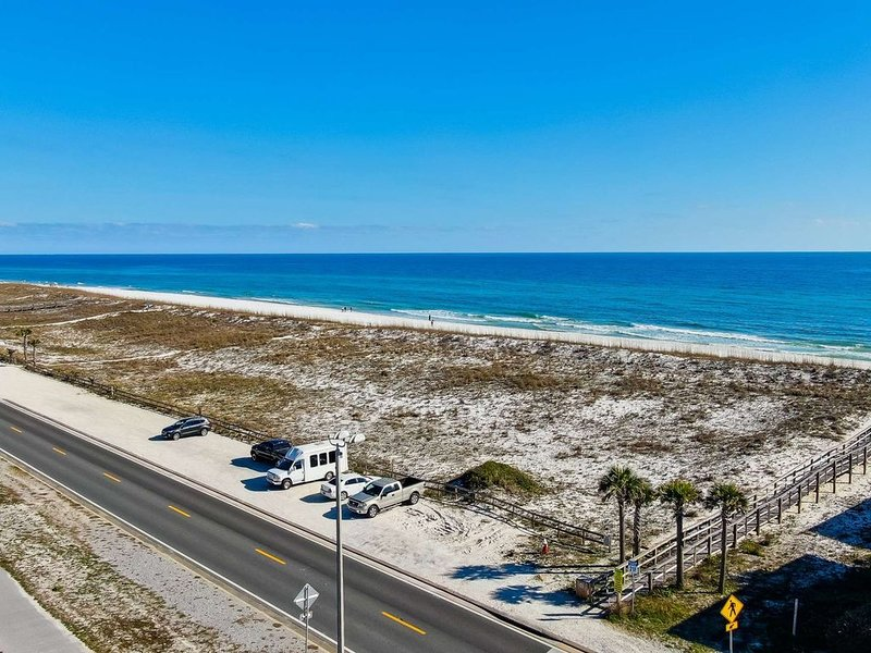 Boardwalk Condo-Walk To Beach On The Bay Or Ocean-Community Pool-High Speed Inte, alquiler de vacaciones en Pensacola Beach