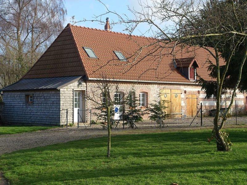 petite maison independante dans village  calme  à 2 kms de la plage, location de vacances à Belleville-sur-Mer