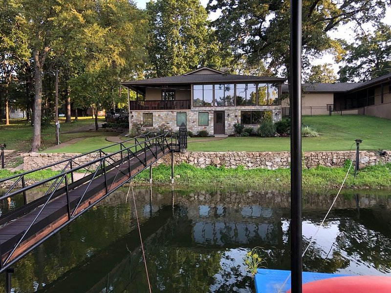 Rustic Lodge House on Grand Lake, holiday rental in Afton