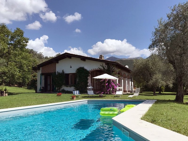 Villa Panorama, Spectacular view,  private garden and swimming pool, holiday rental in Barbarano di Salo