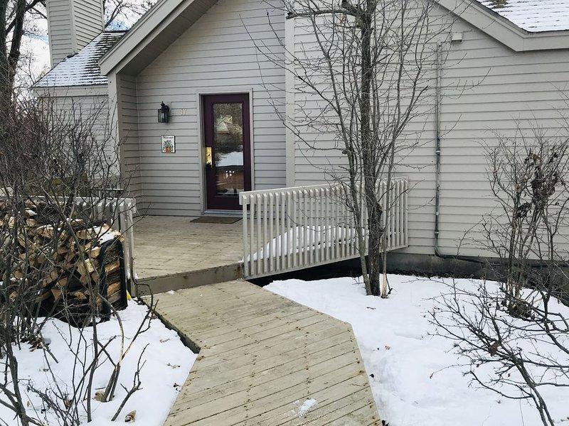 Private 3bedroom home, close to golf, historic Galena, skiing, lake, hiking..., casa vacanza a Galena
