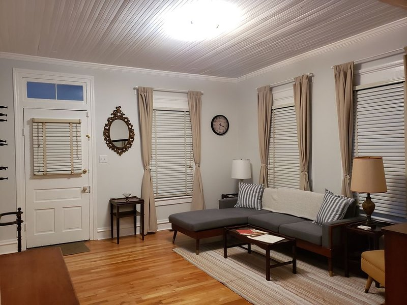 Vintage Georgia Home - .5 miles from Masters, holiday rental in Augusta