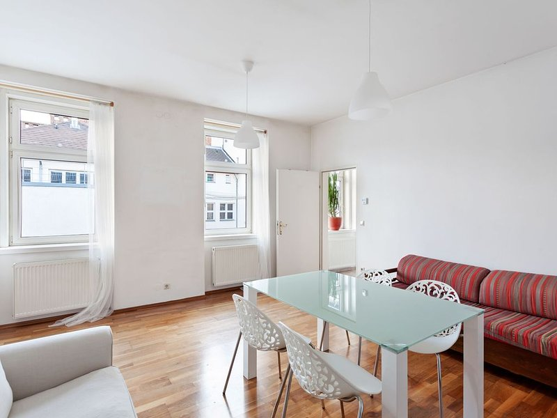Gorgeous Apartment in Vienna near the Schönbrunn Palace, holiday rental in Bad Voeslau