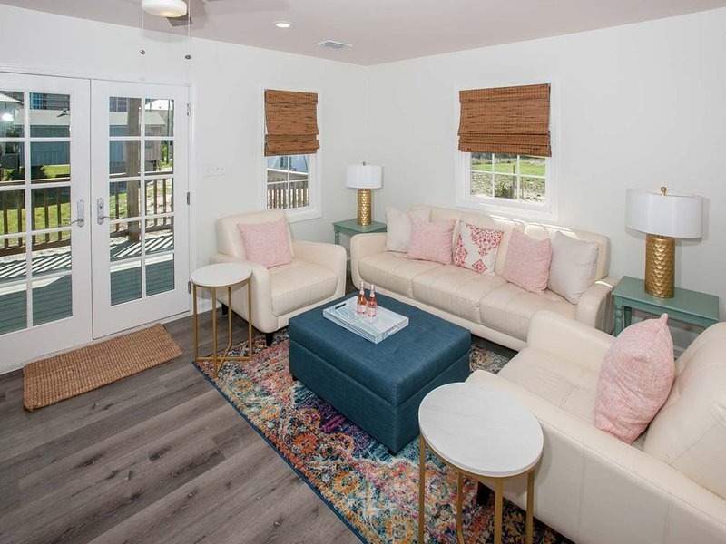 Beach Cottage totally remodeled across the street from white sugar sand beach, location de vacances à Gulf Shores
