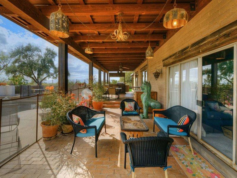 Unique house w/ private pool, mountain views & more!, alquiler de vacaciones en Casas Adobes