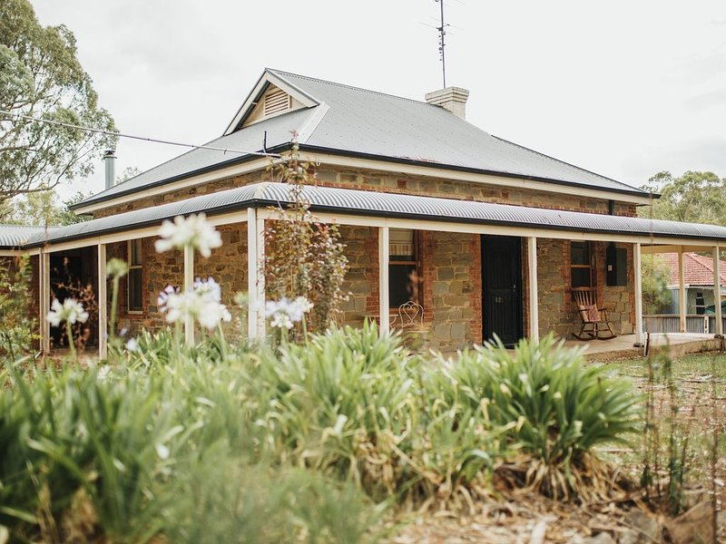 Cooke Cottage- Luxury family accommodation in the middle of the Clare Valley, location de vacances à Clare