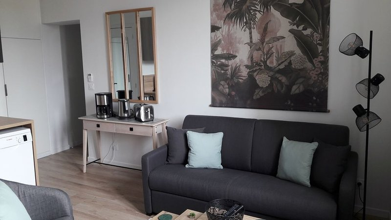⭐ Duplex neuf, climatisé, calme et lumineux ⭐, holiday rental in Genas