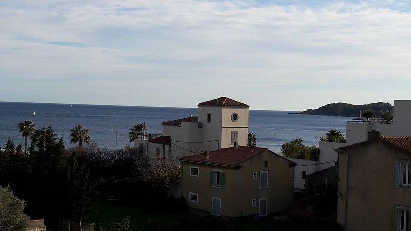 T1/T2 de 41 m² - terrasse couverte  12 m² vue mer -clim-parking-plages à 200 m, location de vacances à La Ciotat