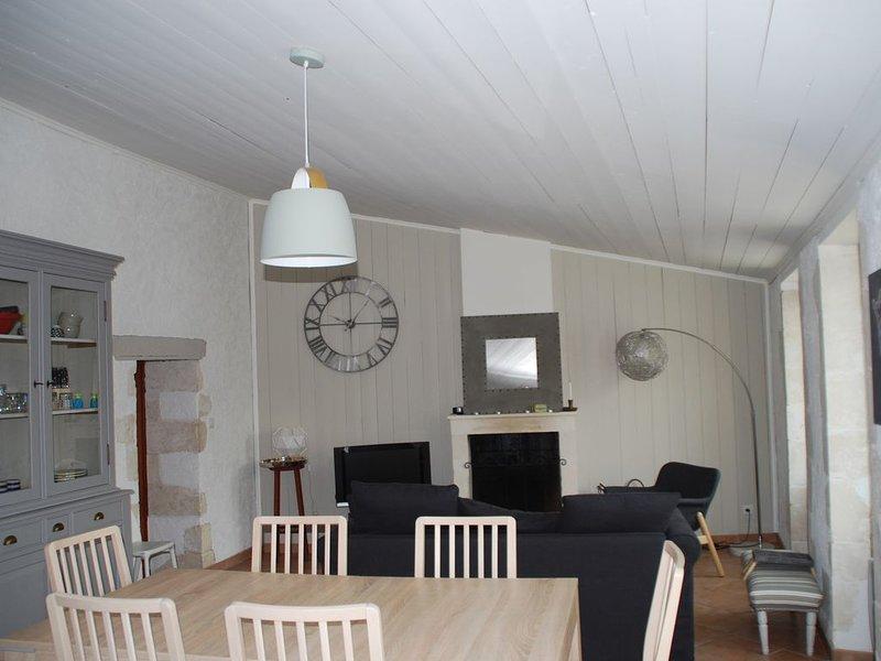 Bel appartement (type maison) avec terrasse proche plages, commerces., holiday rental in La Flotte