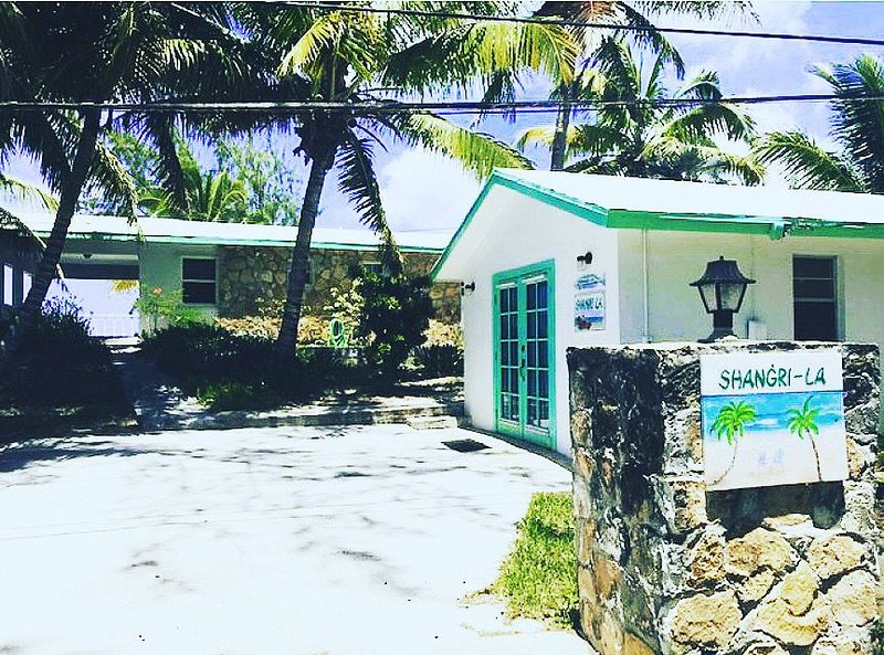 Beachside Bungalow - Private beach, holiday rental in Rolleville