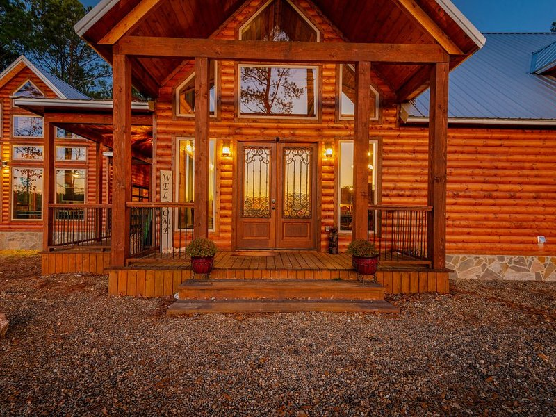 'Perfect Peace' Luxury Cabin, holiday rental in Broken Bow