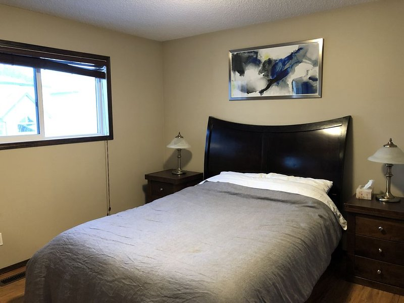 Executive suite in McKenzie Towne SE Calgary, vakantiewoning in Calgary
