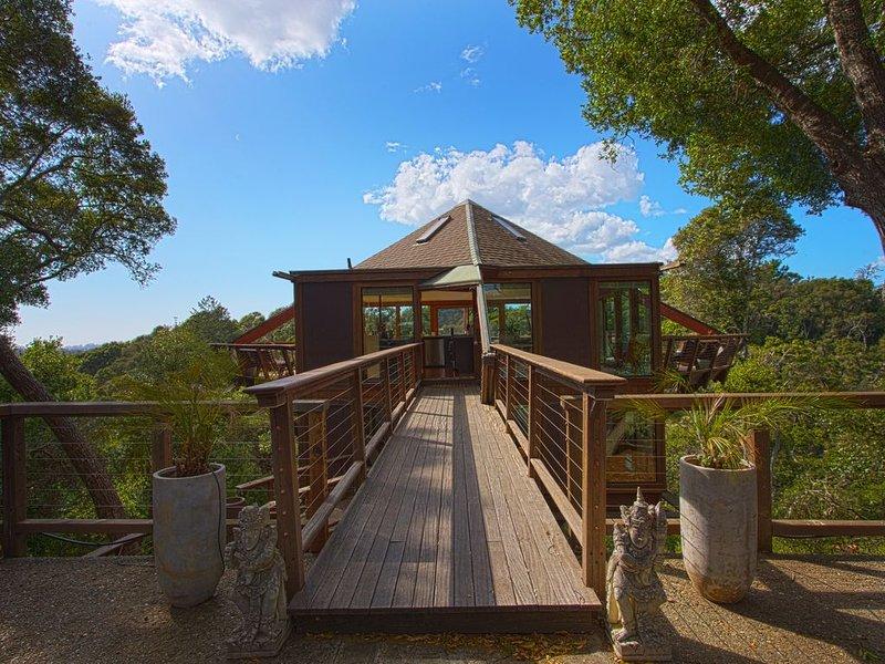 Peaceful Treehouse with Ocean View, alquiler de vacaciones en Soquel