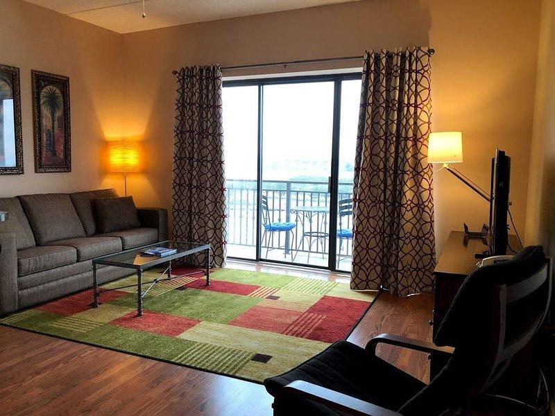 Panoramic River View Downtown Condo W/Balcony, alquiler de vacaciones en Wilmington