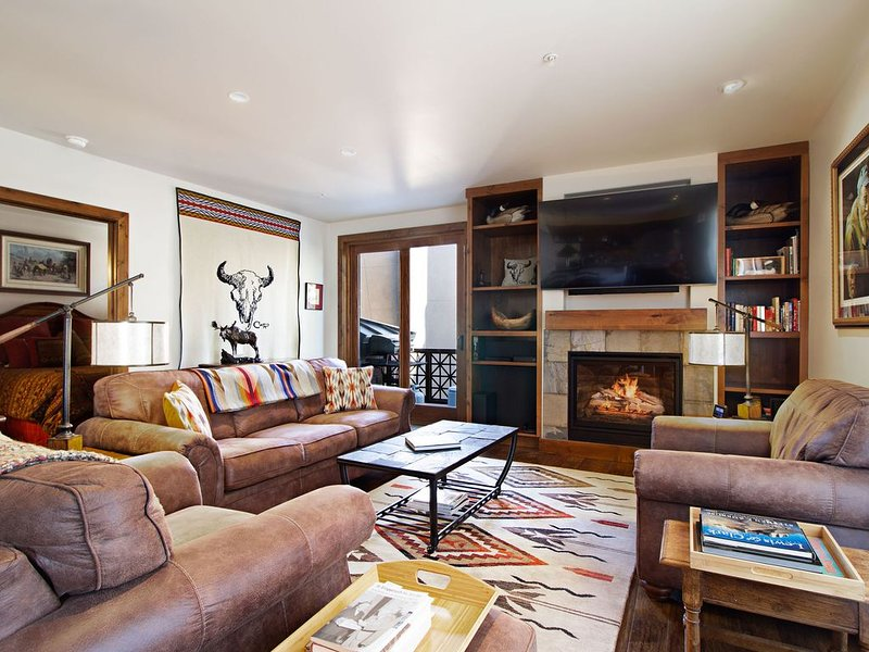 Luxury In-Town One-Level Condo with Elevator & Underground Parking., vacation rental in Sun Valley-Ketchum