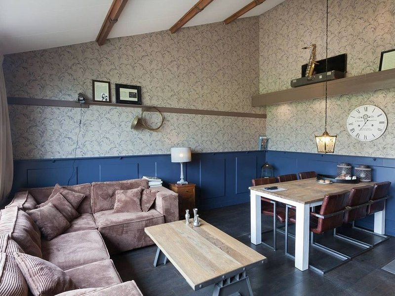 Elegant Holiday Home with Horssen with Terrace, holiday rental in Druten
