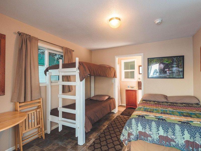 Cabin 1 Lynn View Lodge, location de vacances à Haines