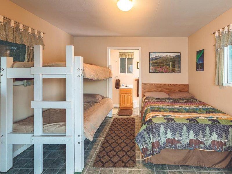 Cabin 3 Lynn View Lodge, location de vacances à Haines