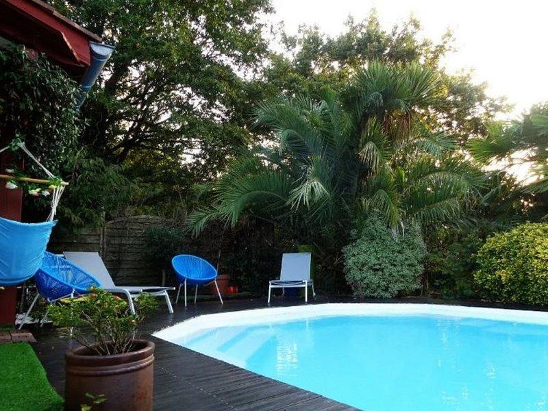 Villa Ascain Piscine/Jardin proche Bourg et 12 minutes en voiture de la plage, holiday rental in Sare