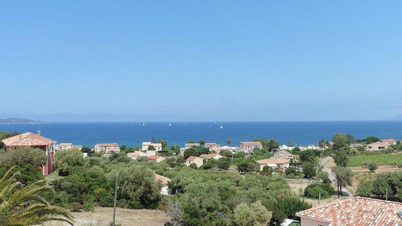 T3 neuf très calme, vue magnifique sur le Golfe de St Florent et le Cap Corse, holiday rental in Saint Florent