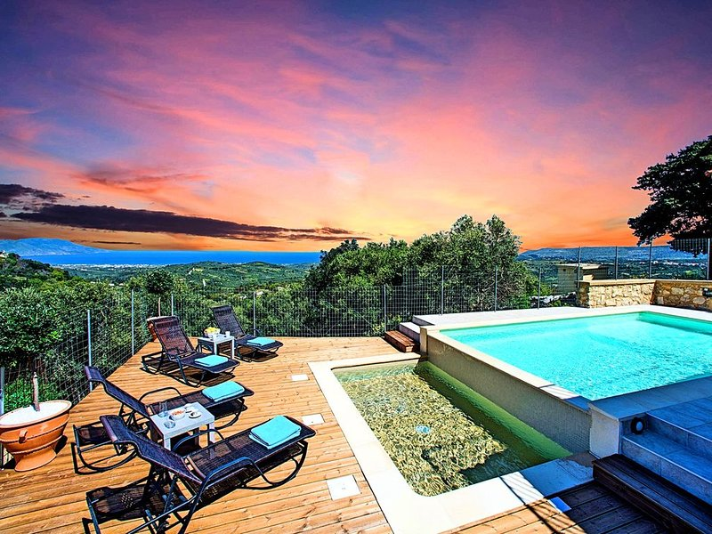 Cretan View Villa with Heated Swimming Pool, holiday rental in Alikampos