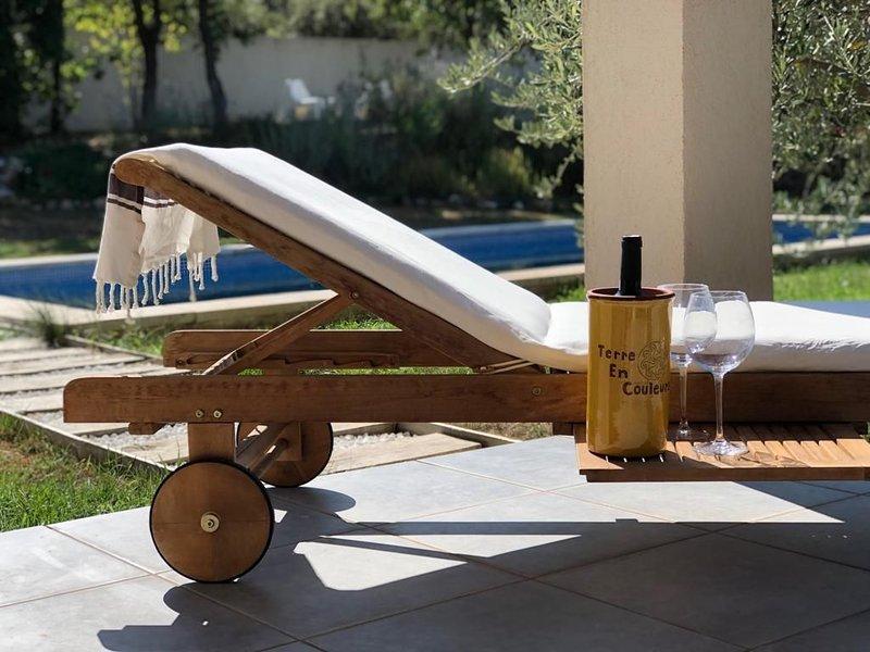 Maison avec piscine au milieu de La Provence près d'Aix en Provence, holiday rental in Bras