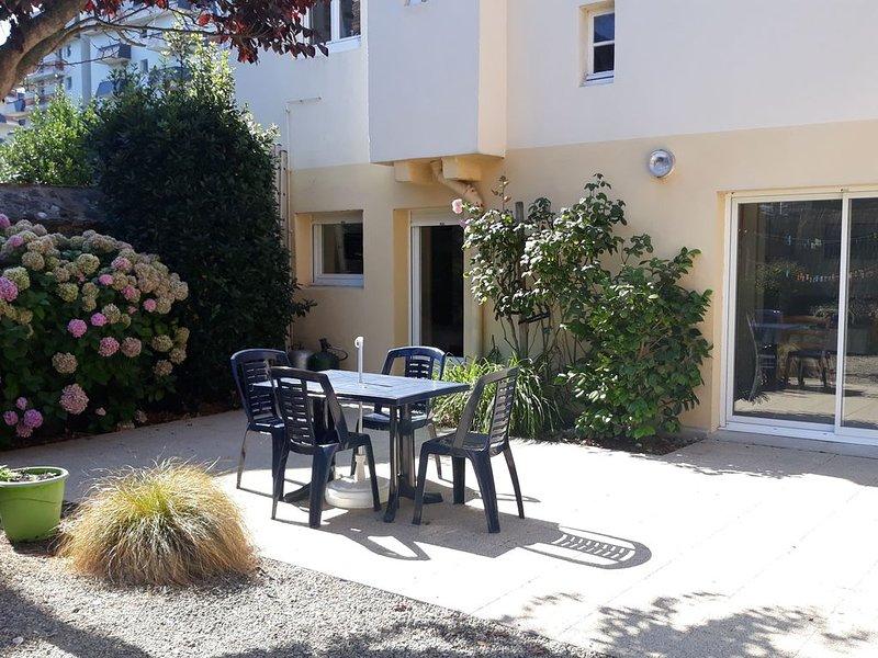 Apt T2 à 20m de la plage au Rdc d'une maison avec jardin, aluguéis de temporada em Pleneuf-Val-Andre