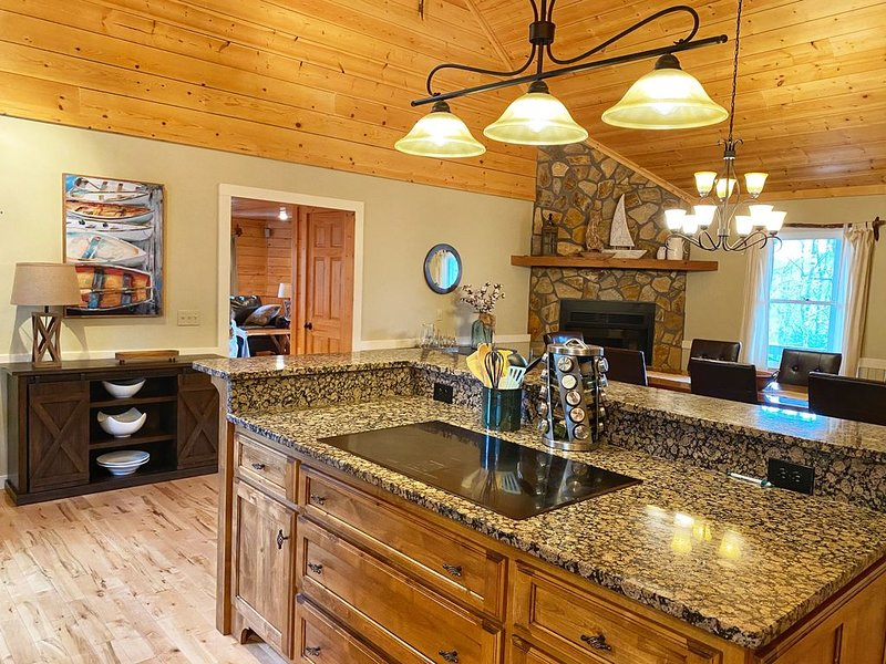 Spacious retreat for families and friends at Lake Burton, holiday rental in Clayton