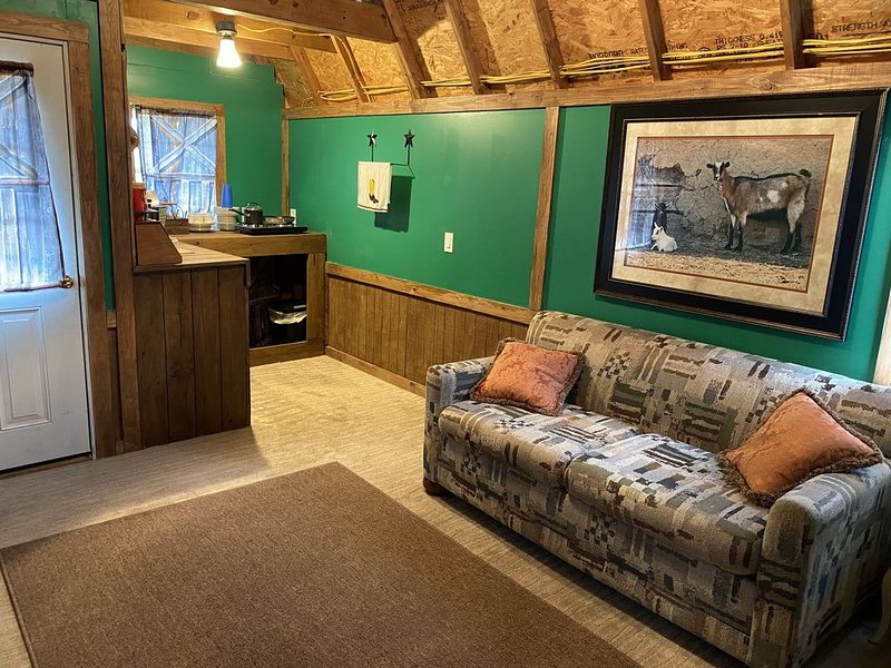 Rustic Goat Cabin on a Ranch, vacation rental in Sharpes
