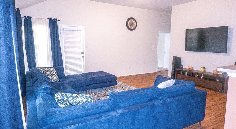 Grand Prairie - Cozy Modern Home - Great location for a DFW stay!, casa vacanza a Cedar Hill