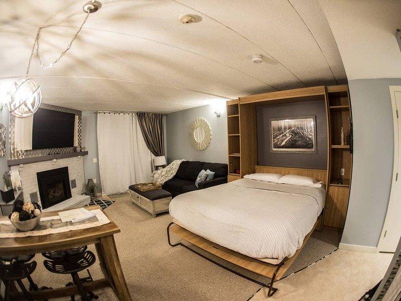 """La cama cuenta con un colchón de espuma viscoelástica de 12 """"."""