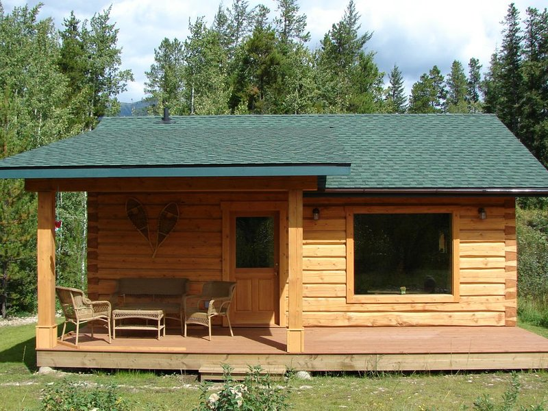 Mica Mountain Lodge & Mica cabin at Mt Robson Park, near Jasper National Park, holiday rental in Jasper National Park
