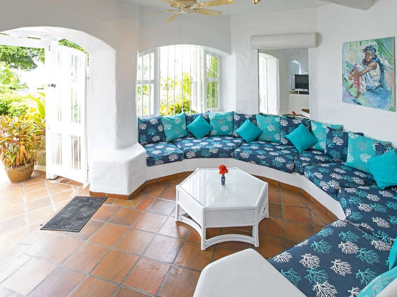 Beautiful Firefly Luxury villa, holiday rental in The Garden