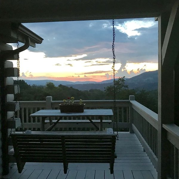 'Mountain view' Panaramic views of WV mountain range!, vacation rental in Elkins