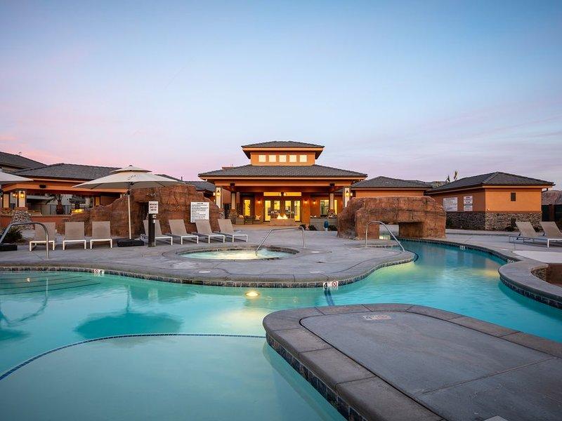 Large Luxury Townhouse | Huge Pool/Spa | 24 Guest, alquiler de vacaciones en Leeds