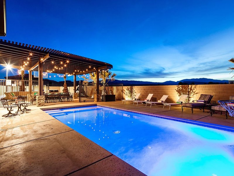 Paradise Village 107 Private Pool, Hot Tub, Pickle-ball/ Basketball/ Futsal Cour, vacation rental in Santa Clara