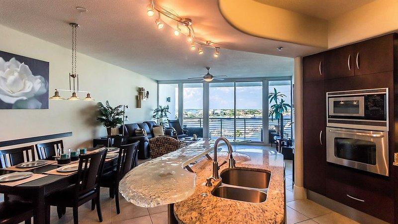 Bella Luna 508 - Upscale Luxury-Contemporary First Class Condo-Beaches Open 4/30, vacation rental in Orange Beach