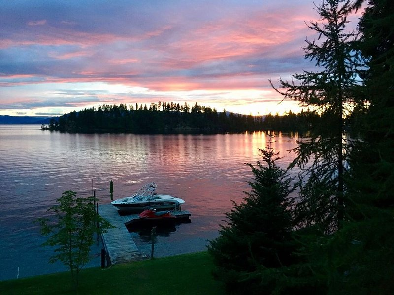 New! Brilliant Flathead Lake Home in Yellow Bay!, vacation rental in Rollins