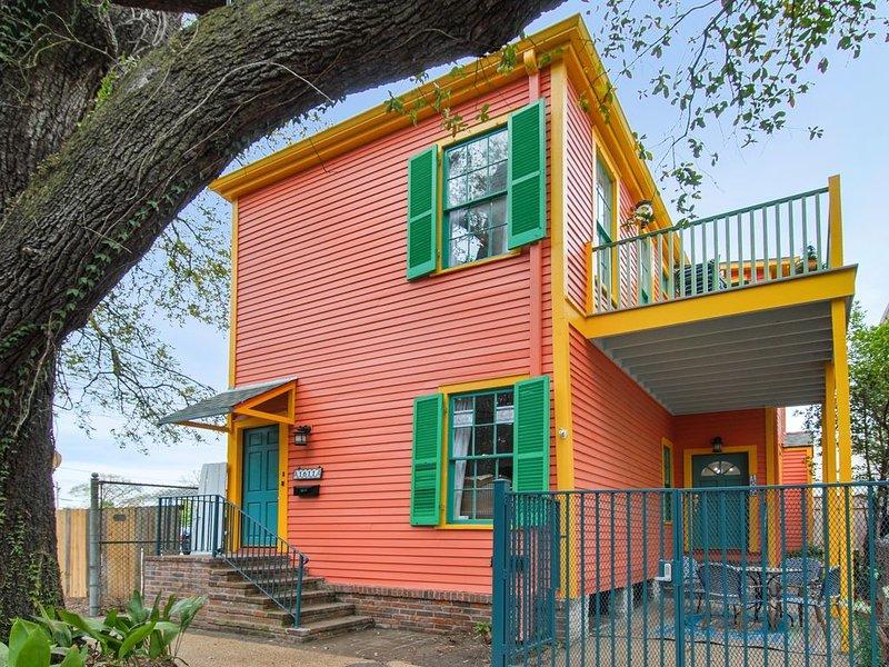 Steps from St. Charles Avenue! Book both Chez Delachaise № 1 & № 2!, aluguéis de temporada em Harvey