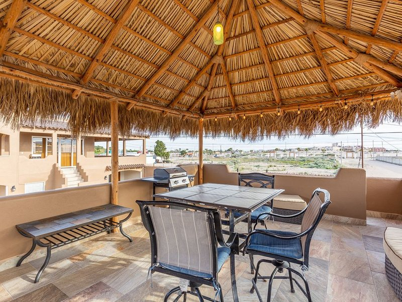 Studio with Roof Palapa by Sandy Beach !!, vacation rental in Puerto Penasco
