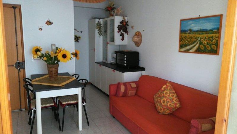 Roccalumera, grazioso bivani in zona servitissima, holiday rental in Rocchenere