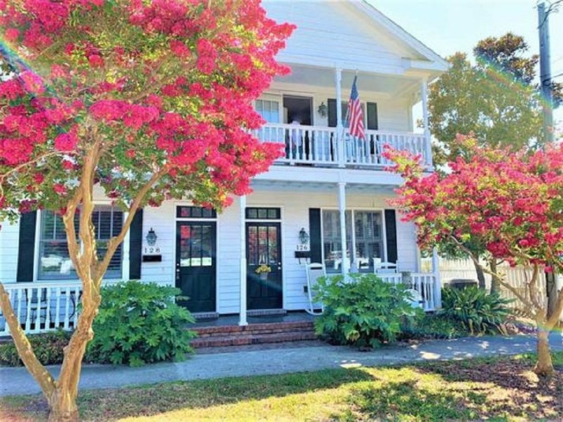 Beautiful 2 Bedroom Row Home in Charming Historic Beaufort, location de vacances à Harkers Island