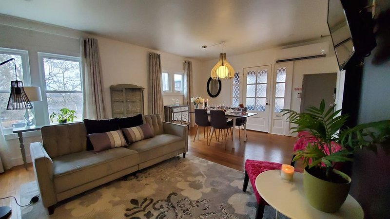 Luxurious apartment by the falls, holiday rental in Niagara Falls
