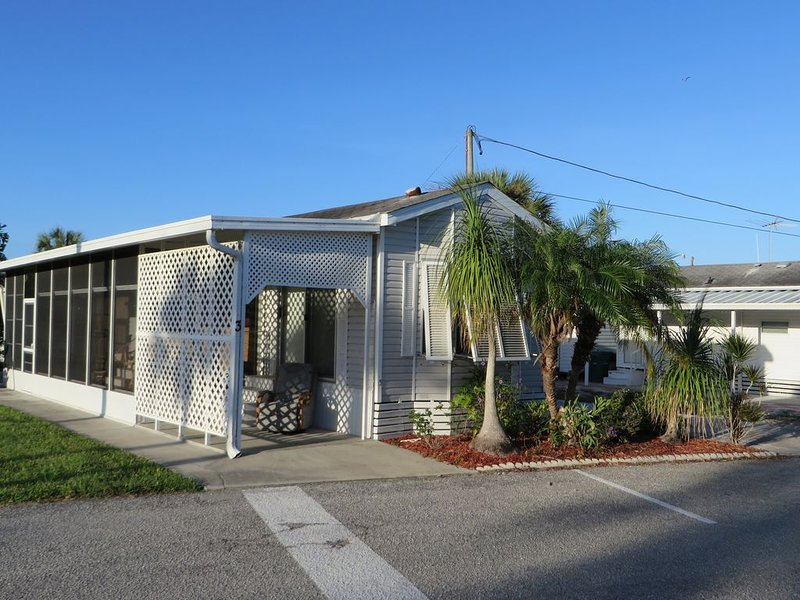 Beautiful vacation home steps from your dock leading to Terra Ceia Bay., vacation rental in Palmetto