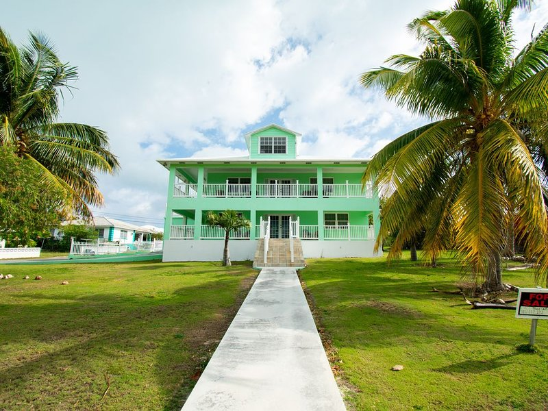 Tropical Escape! Join us at Mizpah's House, holiday rental in Spanish Wells