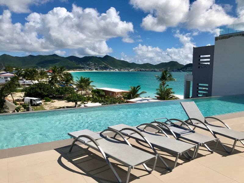 Luxury Waterfront Beach View Penthouse, holiday rental in Maho