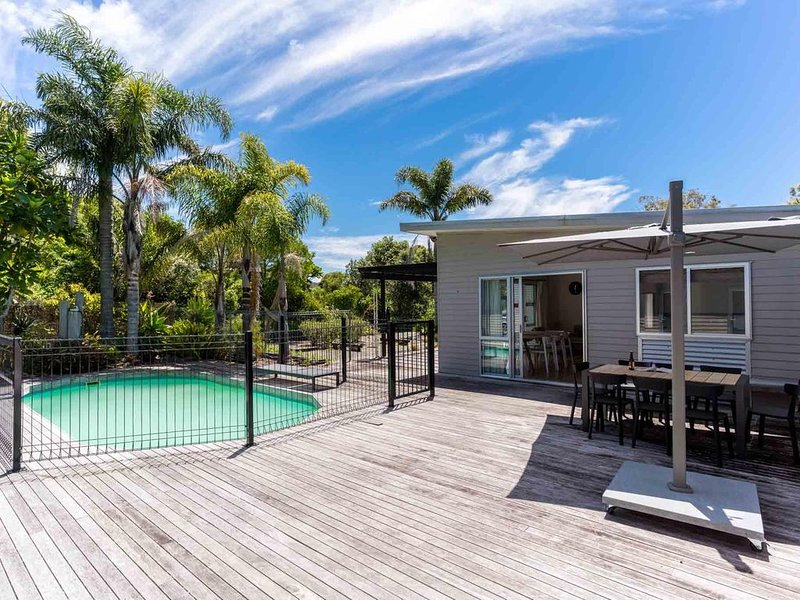 Mangawhai House - Spacious, modern and sunny in the heart of Mangawhai, plus it, holiday rental in Kaiwaka