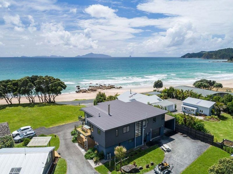The Langs - Large, modern, sunny holiday with stunning views a stone's throw fro, vacation rental in Mangawhai Heads