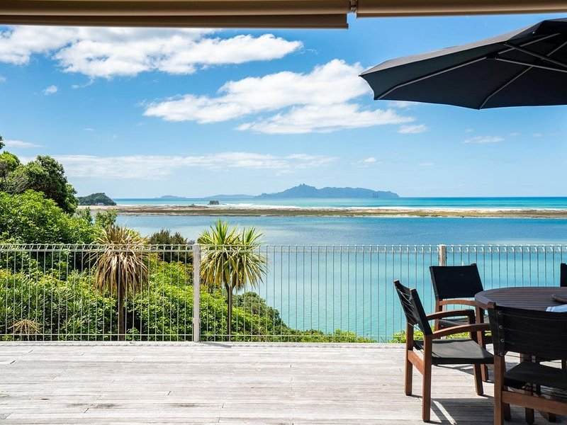 Moir Point Magic - 3 bedroom cottage in secluded bush setting with stunning estu, holiday rental in Kaiwaka